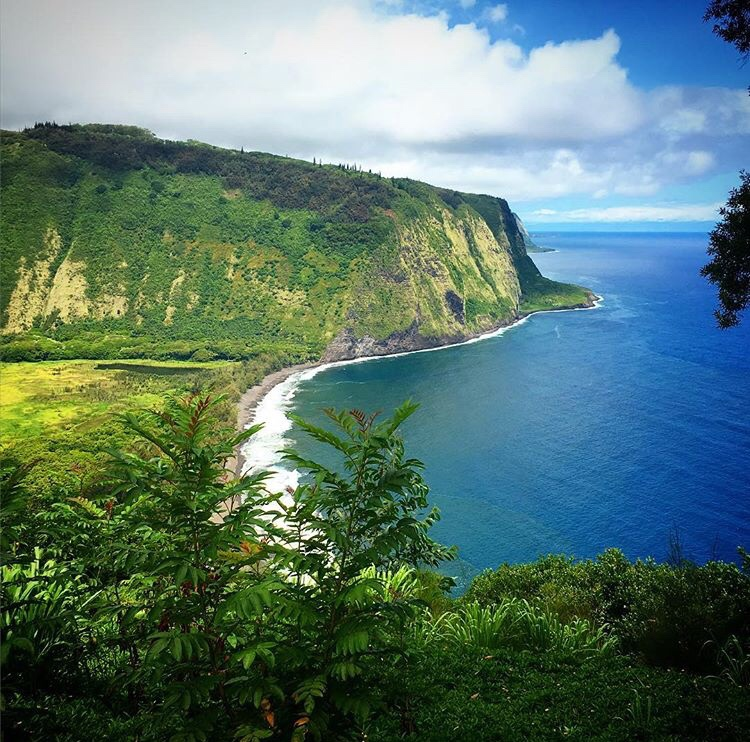 Waipio Valley in Hawaii, Big Island of Hawaii things to do, ultimate guide to Big Island Hawaii, what to see in Big Island, Hawaiian island itineraries, guide to Big Island Hawaii, five-day Big Island itinerary, five-day guide to Big Island Hawaii, volcanoes park in hawaii, Waipio Valley viewpoint, most scenic views in Big Island Hawaii, best scenic viewpoints in Big Island Hawaii, scenic trails Big Island Hawaii