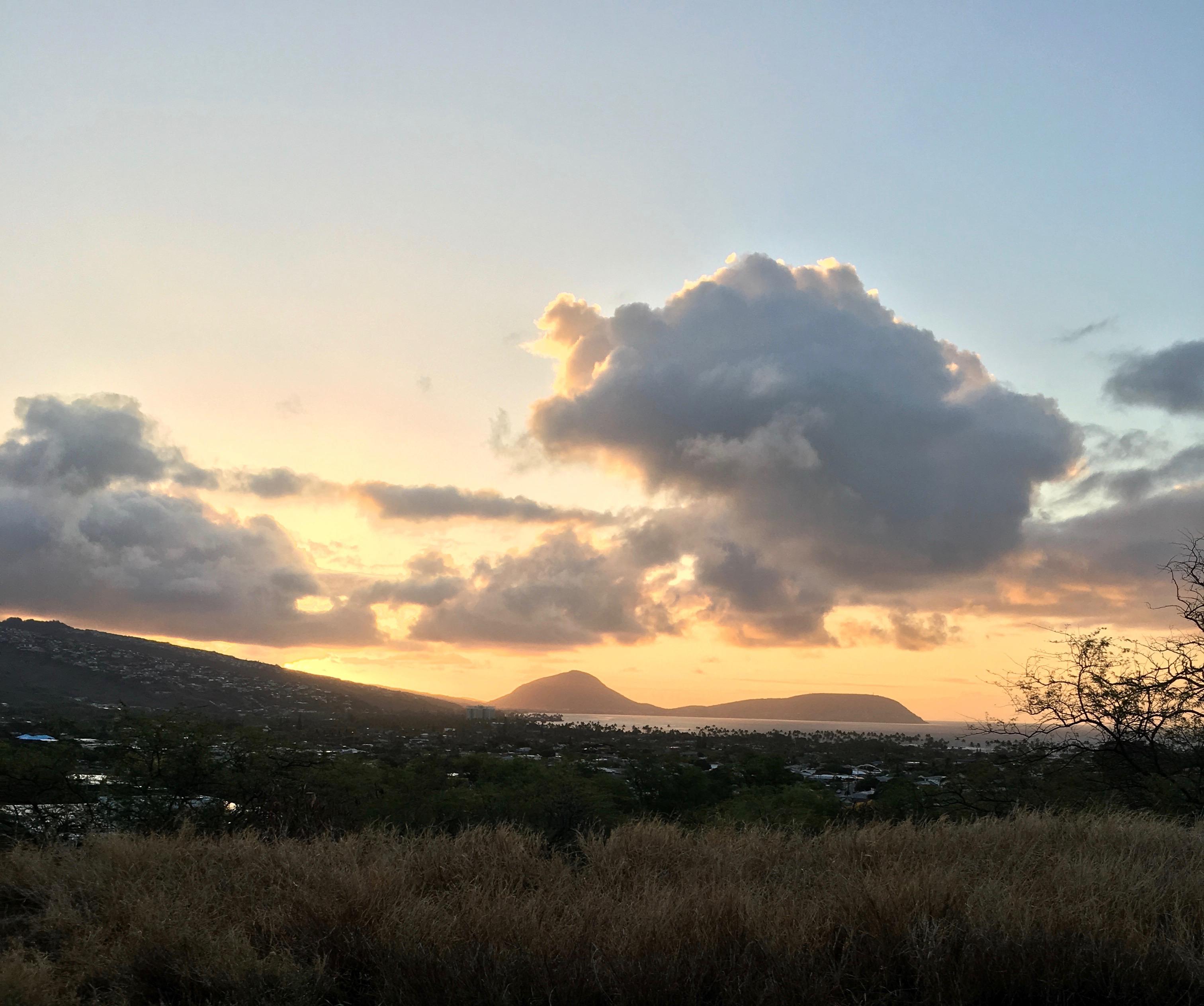 Diamond Head Crater trail, hiking Diamond Head, hiking in oahu, things to do in oahu, sunrise on oahu, sunrise trails in Honolulu, Sunrise trails in hawaii, easy trails in Hawaii, kid-friendly trails in Hawaii, easy trails in Oahu, family-friendly trails in Hawaii